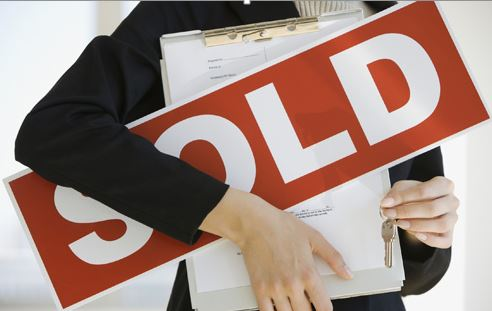 What happens when a buyer pulls out of a house sale?